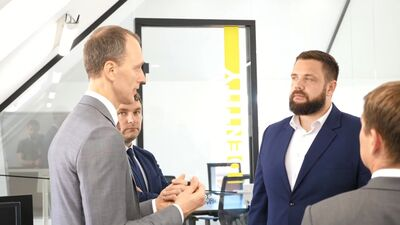Ekonomikas ministrs viesojas datu tehnoloģiju uzņēmuma SQUALIO datu laboratorijā