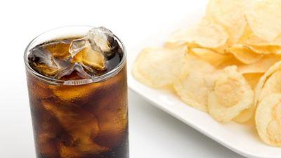 Saldinātie dzērieni un sāļās uzkodas - bīstama kombinācija!