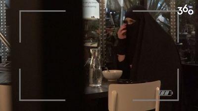 Cik sarežģīti ir ēst burkā - tērpā, ko nēsā musulmaņu sievietes?