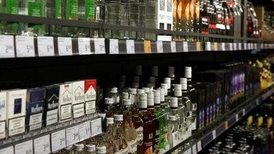 Akcīzes nodoklis alkoholam ir jālaiž lejā, uzskata Kulbergs