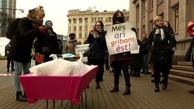 Protests pie Ministru kabineta pret valdības noteiktajiem Covid-19 ierobežošanas pasākumiem