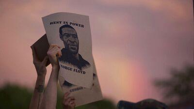 Afroamerikāņa nāve sanikno ASV