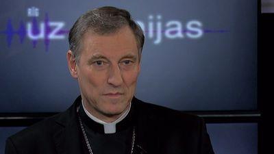 Ko arhibīskaps Stankevičs domā par iniciatīvu nojaukt Uzvaras pieminekli?