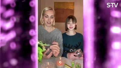 Kristīne Virsnīte ar meitu taisa Ziemassvētku rotājumus