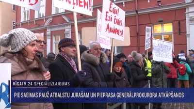 Tiesnesis Stukāns par Juraša atbalstītājiem pie Saeimas