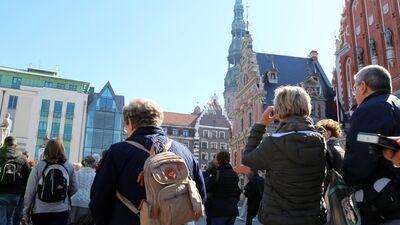 Jenzis: Primāri jāatbalsta tūrisma veidi, kas ienes naudu