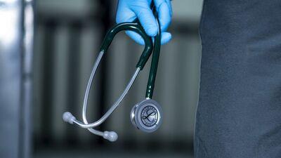 Stalbe: Ir nepiemērotākais laiks mediķiem kaut ko pieprasīt