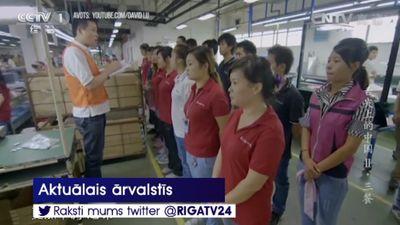 Ķīnā uzņēmuma darbiniekiem liek ēst kukaiņus un dzert urīnu