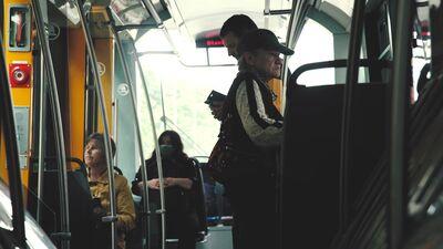 Mutes un deguna aizsegu valkāšana sabiedriskajā transportā