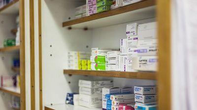 Diskusija: Vai ļaut zāļu tirgošanu ārpus aptiekām?