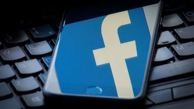 """""""Facebook"""" Baltijā aizver viltus kontus, aiz kuriem slēpās """"Sputņik"""" darbinieki"""