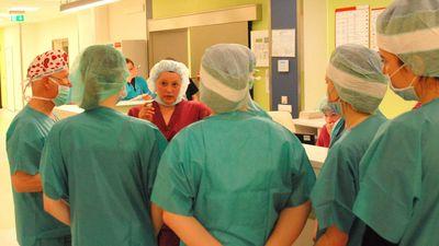 Čakša: Neesam sasnieguši tādu atalgojumu, lai medicīnas māsas atgrieztos Latvijā