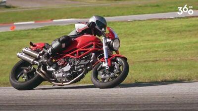 Cik gados Pauls Timrots sāka braukt ar motociklu?
