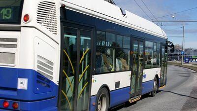 Burovs: Viennozīmīgi mediķiem jāpiešķir iespēja sabiedriskajā transportā pārvietoties bez maksas