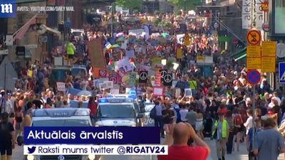 Helsinku iedzīvotāji protestē pret Putina un Trampa tikšanos pilsētā