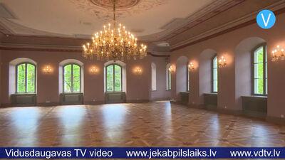 Baronu laiku krāšņumā atdzimst greznākā Krustpils pils zāle.