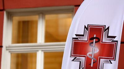 Blumbergs skaidro, kā radās mediķu atalgojuma palielināšanas likums