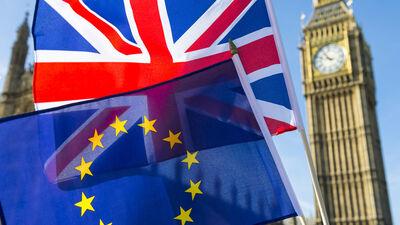 Briti iestudējuši izcilu teātra uzvedumu pret ES, vērtē Šmits