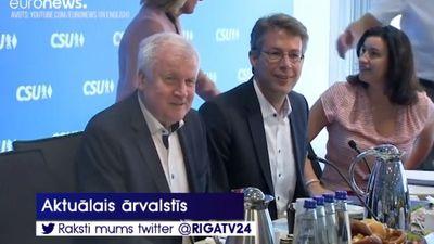 Vācijas iekšlietu ministrs Horsts Zēhofers draud atkāpties no amata