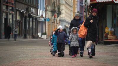 Kā iemācīt bērnam ceļu satiksmes noteikumus?