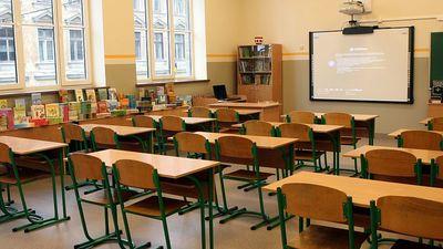 Ministre Šuplinska piedāvā alternatīvu skolu tīkla reformu