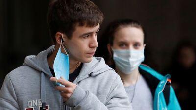Ko darīt, ja rodas panikas lēkmes, velkot sejas masku?