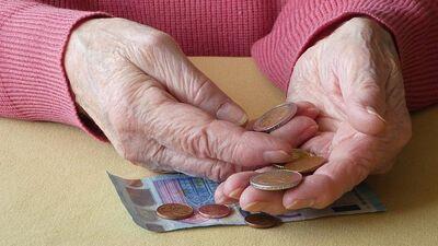 Viedoklis: Neaiztiekat nevienu pensiju - tā ir svēta lieta!