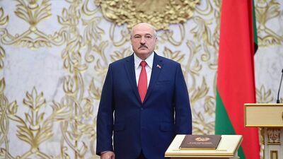 Viedoklis: Ar savu inaugurāciju Lukašenko sevi un tautu ir iedzinis Putina apskāvienos