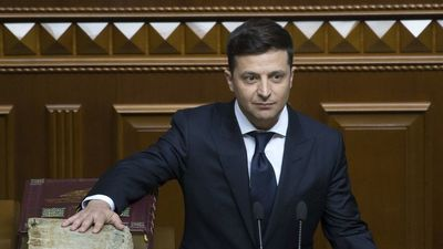 Zelenskis atlaiž parlamentu uzreiz pēc stāšanās amatā