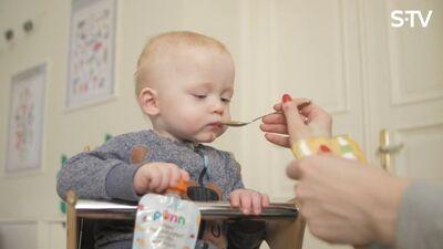 Kad un kā mazulim sākt piedāvāt augļus ikdienas uzturā?