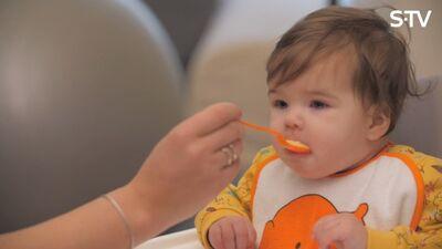 Cik daudz un kā pareizi barot mazuli?
