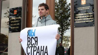 Slavenības Krievijā protestē pret demonstrantu ieslodzīšanu