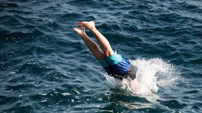 """Pirms lec ūdenī, padomā! NRC """"Vaivari"""" vadītāja par pacientu smagajām traumām"""