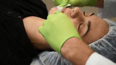 Aktrise Dārta Daneviča izmēģina sejas ādas uzlabošanas procedūras!