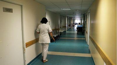 Valstī smagi trūkst medicīnas personāla. Kā radās šāda situācija?