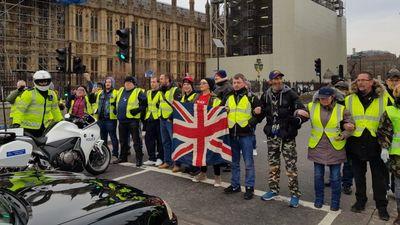 """""""Dzelteno vestu"""" demonstrācijas gaidāmas arī Lielbritānijā"""