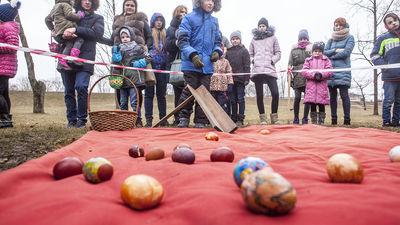 Arhibīskaps: Dziļā būtībā latviskās tradīcijas ir kristīgās tradīcijas