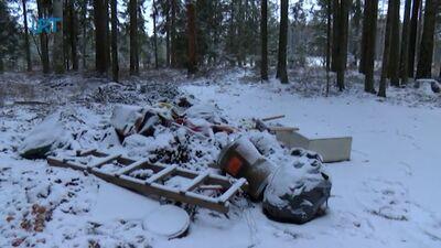 Atkritumu izmešana mežā ir nelikumīga