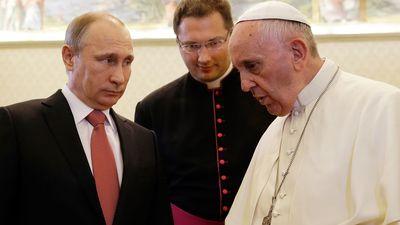 Putins tiekas ar pāvestu Francisku un nokavē vairāk nekā 50 minūtes!
