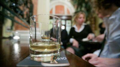 Alkohola patēriņš palielinās, bet ietekme uz veselību samazinās. Kā tas var būt?