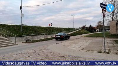 Jēkabpilī sūdzas par satiksmei nedrošu ielas posmu