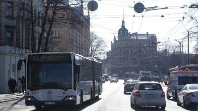 """Satiksmes ministrs: Brīnos, kā """"Rīgas satiksme"""" vispār funkcionē"""