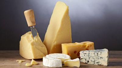 Jo cietāks siers, jo vairāk kalcija?