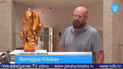 """Līvānos skatāma Lietuvas stikla mākslinieka darbu izstāde """"Atgriešanās"""""""
