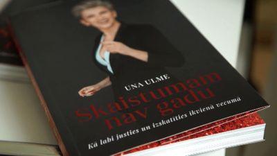 """Una Ulme izdevusi grāmatu """"Skaistumam nav gadu"""""""