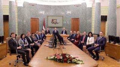 Ulmanis tic jaunās valdības spējai strādāt produktīvi Latvijas interesēs