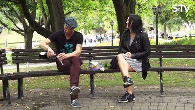Kā parkā pavadīt randiņu? Ar šampānieti un kūkām!