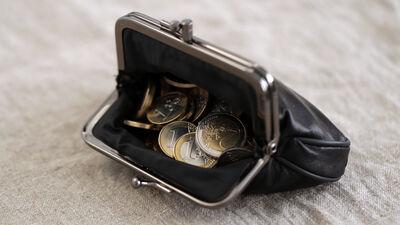 Ekonomists: Neatkarīgi no nosacījumiem nauda ir jādod visiem. Ekonomika ir jāsilda
