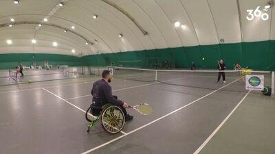 Cilvēkiem ar kustību traucējumiem ir daudz iespējas, arī spēlēt tenisu!
