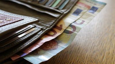 Kas kavē minimālās algas celšanu Latvijā? Komentē Anda Čakša